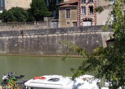 Taste-Scenario_viaggi-Armagnac_canale-e-villaggio