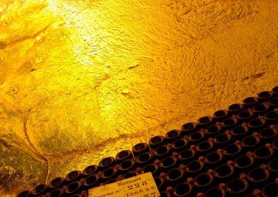 Taste-Scenario_viaggi-Champagne_cave-gesso-bottiglie
