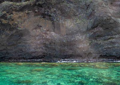 Taste-Scenario-Eolie Eolians-island-viaggi_travel-03-mare-verde-e-rocce-nere__green-sea-and-black-rocks